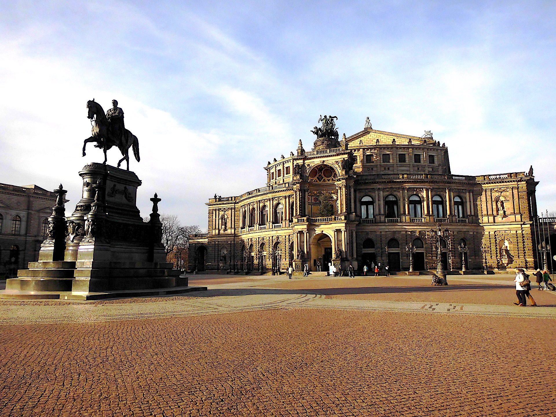 Dresden, Theatre Square, Theatre Platz, Semper, Semper Oper, how to get to dresden, private transfer, local driver