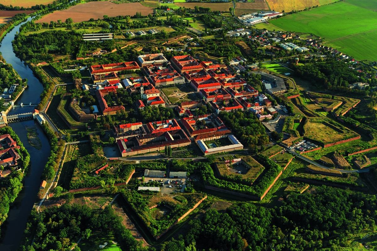 Terezin concentration camp, Jewish Ghetto, Nazi, WW 2, WW II, World War monuments, private daytrip, english speaking guide
